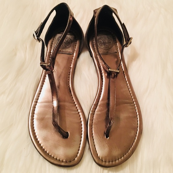 3d4eba560abba Tory Burch Pewter Shiny Gladiator Thong Sandals